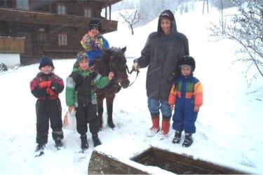 Ponyreiten bei Schneesturm