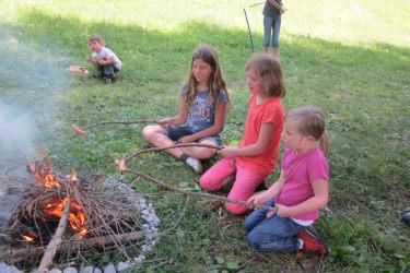 Grillen am Lagerfeuer nach dem Reiten