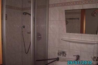 Dusche und WC getrennt