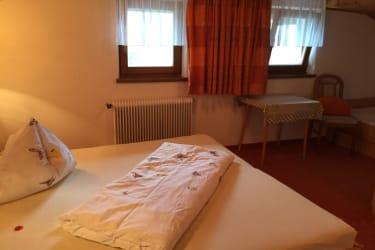 Dreibett Zimmer der FEWO Alpenblick