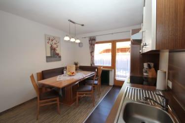 FW Hannah. Wohnküche mit Balkon