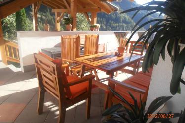 FW Hannah: Terrasse mit überdachten Essbereich