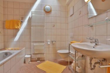Ferienwohnung Enzian - Badezimmer