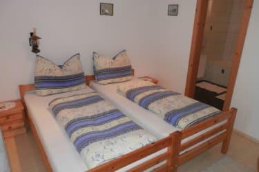 Zweibettzimmer mit Badewanne