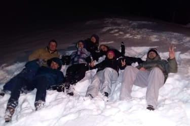 Liegen im Schnee