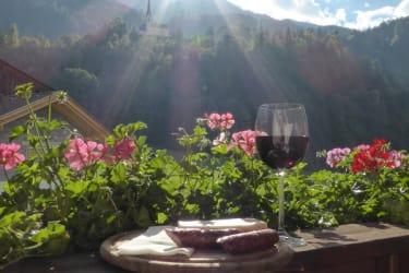 Köstlichkeiten am Balkon genießen - so schön kann Urlaub sein