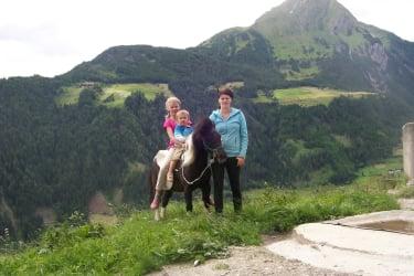 Reiten mit Pony Laura