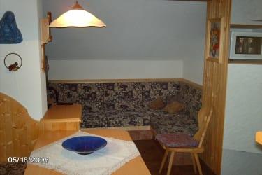Wohnzimmer mit Sat TV gehört zu Wohnung 3