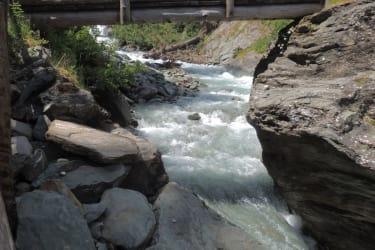 Brücke mit Wasser