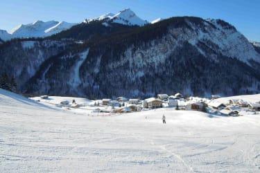 Sonnige Skiabfahrt Panoramabahn - Rinnen