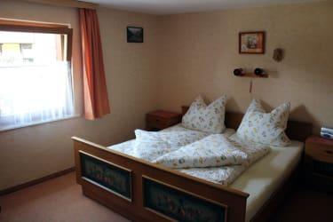 Urig einfache Zimmer im Stil aus Großmutters Zeiten