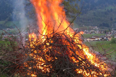 Traditionelles Osterfeuer