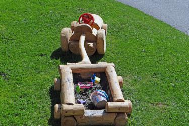 Kindertraktor mit Sandkiste