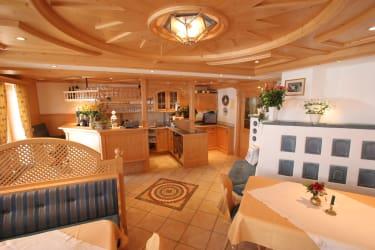 Bar und Frühstücksraum