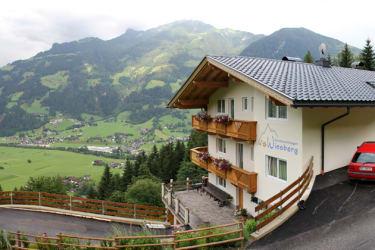Ferienwohnungen Wiesberg mit Ausblick auf die Zillertaler Bergwelt