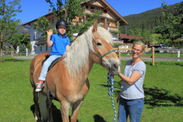 Spiel und Spaß mit Pferden