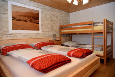 Rote Wand Schlafzimmer 2