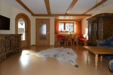 Rote Wand Wohnzimmer