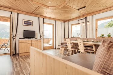 Wohnküche mit Altholz