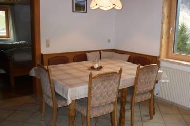Fewo 2 - Eckbank mit große Tisch