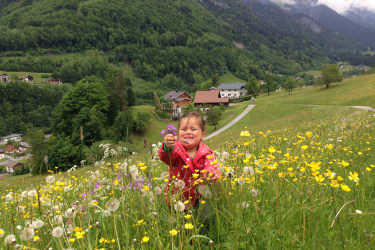 Hannah und ihre Blumen....