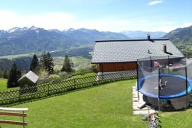Spielwiese vor dem Haus