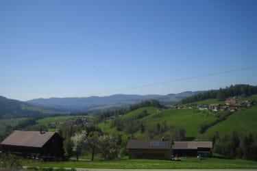 Aussicht vom Hof ins Tal