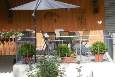 neue Terrasse und Eingangsbereich für die Gäste