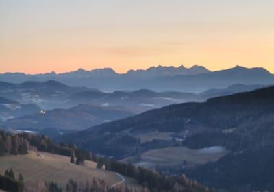 Haus Baierberg mit Blick zu den Karawanken