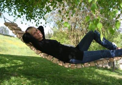 Almschaukel im Obstgarten
