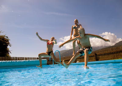 Badespaß im beheizten Pool