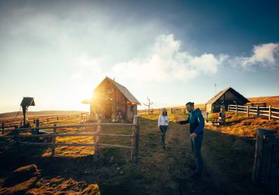 Almhütte Peterbauerhütte zum Sonnenuntergang
