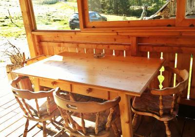 Gemütliche Sitzecke vor der Hütte