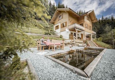 Terrasse mit Fischteich