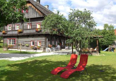 Haus mit Liegestühle