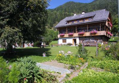 Bauernhaus mit Spielwiese und Bauerngarten
