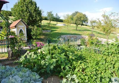 Kornihof - Hausgarten mit Hofkapelle