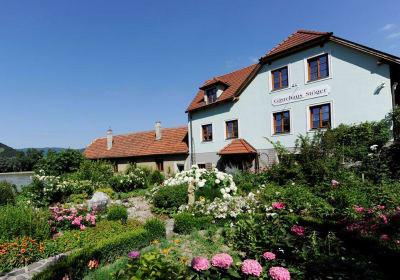 Winzerhof & Gästehaus STÖGER
