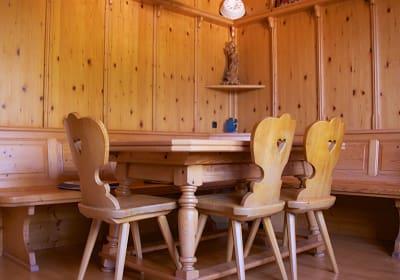 Ferienwohnung Anneliese - Sitzgelegenheit in der gemütlichen Bauernstube