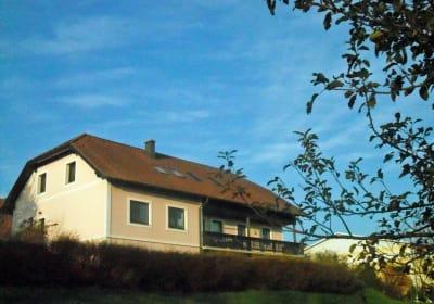 Ferienwohnungen Muck - Gartenansicht Haus
