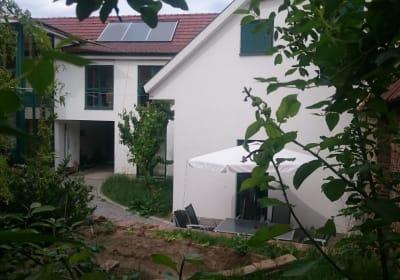 Gästehaus Lösshof - Hofansicht mit Terrasse