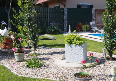 Zelenka - Garten mit Pool