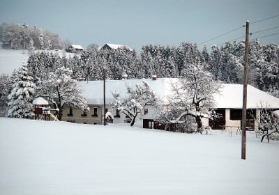 Der Hof schön verschneit!
