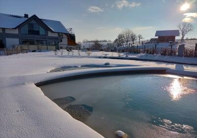 Schnatterhof Außenansicht im Winter