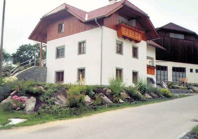 Neu errichtetes Haus mit 2 Ferienwohnungen