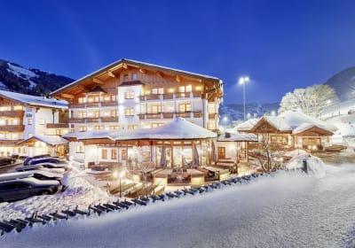 Bauernhof & 4* Hotel Oberschwarzach