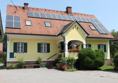 Erzherzog Johann Haus der Familie Farmer-Rabensteiner