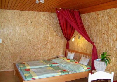 Doppelbett in der Almlandhütte