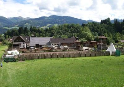 Abenteuerhof mit Reitplatz