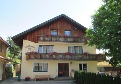 Innenhof mit Bauernhaus